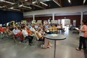 """Sabrina Glöckler von der Stadtverwaltung Sulz am Neckar begrüßt die Besucher der Messe """"Mach' was draus!"""""""